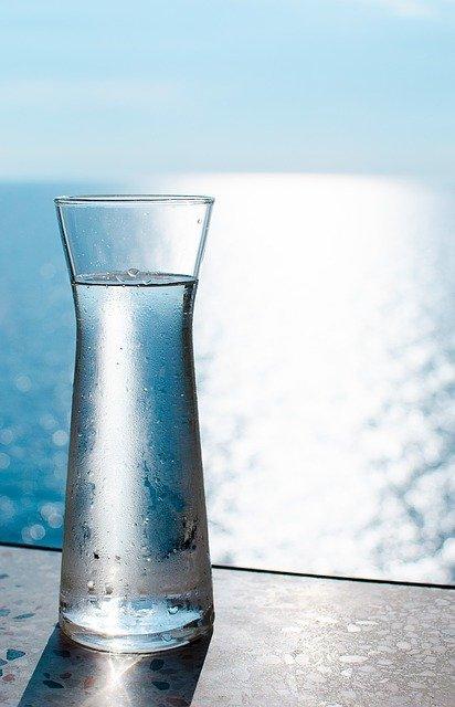Czy przez picie wody można schudnąć